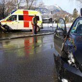 Auto und Rettung sind kollidiert