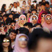 Wolkenlose Sonnenfinsternis in Indonesien