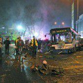 Dutzende Tote bei Autobombenanschlag in Ankara