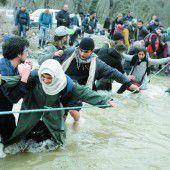 Mazedonisches Militär stoppt Flüchtlinge nach dem Grenzübertritt