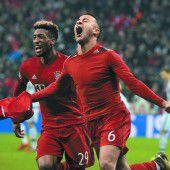 Irrer Fußballabend in München: Bayerns Triple-Traum lebt