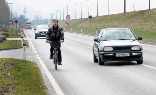 Für Radfahrer und Fußgänger ist die L 203 gefährlich. Der Baustart für einen neuen Radweg erfolgt im September. ajk