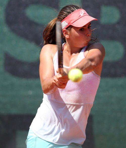 Julia Grabher triumphierte in Tunesien im Doppel und erreichte im Einzel das Halbfinale.