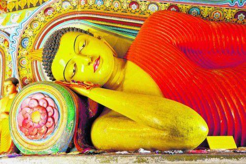 Liegender Buddha im Isurumuniya-Tempel in Anuradhapura.