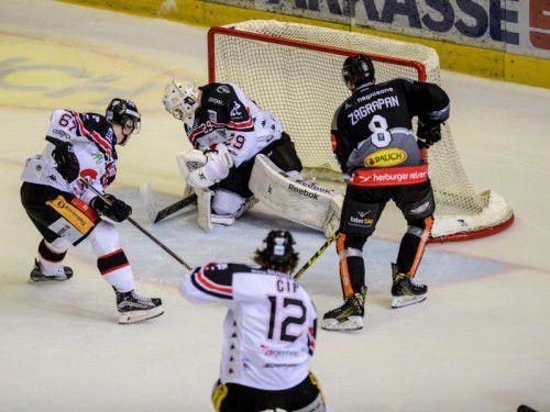 Marek Zagrapan (r.) und der Dornbirner EC wollen sich in Znojmo zum dritten Mal in Serie durchsetzen.