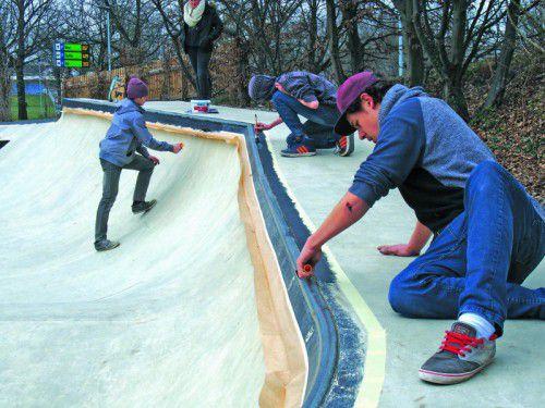Reinigung und neue Farbe für den Skatepark in Bregenz.