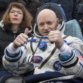 Astronautenduo nach 340 Tagen im All zurück