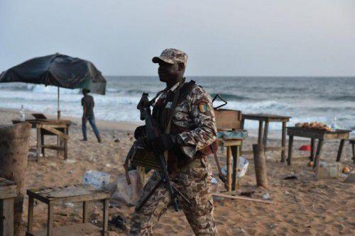 Sicherheitskräfte evakuierten die Gegend.