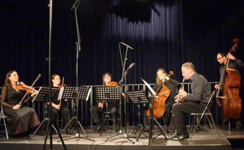 Unkonventionelles Konzerterlebnis mit dem Ensemble Plus. Zu hören ist unter anderem die Septettversion der Strauss-Metamorphosen.