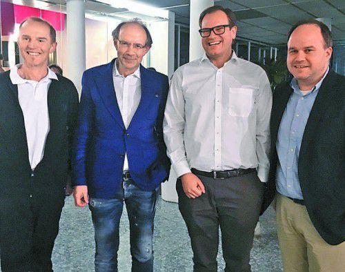 Vertriebschef Ronald Eberle (l.) mit Herausgeber Eugen A. Russ sowie den Geschäftsführern Markus Raith und Gerold Riedmann.