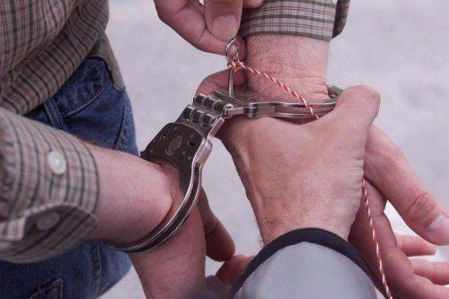 Auf dem Feldkircher Sparkassenplatz wurde der verdächtige Täter von einer Polizeistreife festgenommen.symbol/vol.at