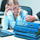 Junge Frauen fühlen sich im Job benachteiligt