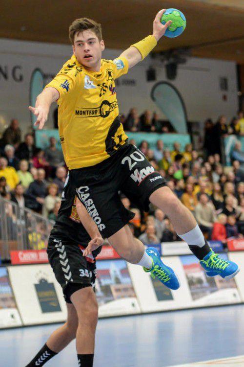 Linkshänder Ante Esegovic muss wegen einer Bänderverletzung am Sprunggelenk im Supercup passen.