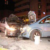 Unfall mit zwei Verletzten wegen Rotlichtsünder