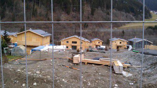 Der Konflikt um die Bauausführung im Resort Montafon trifft Vorarlberger Handwerker und Vermieter.