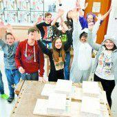 200 junge Holzhandwerker