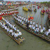 Feierliche Bootsrennen in China