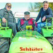 Drei Oldtimerfans fahren mit ihren Traktoren bis nach Spanien