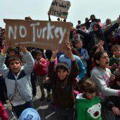 Proteste gegen den Asylpakt mit der Türkei