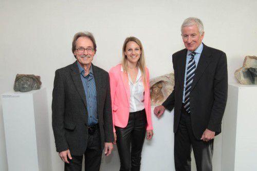 Galerist und Künstler Martin Mittendorfer (l.) mit Tochter Mona und Bürgermeister Wilfried Berchtold.