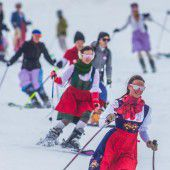 Dirndl-Skitag von Kästle am Arlberg