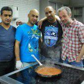 Flüchtlinge luden als Dank zum Kochabend