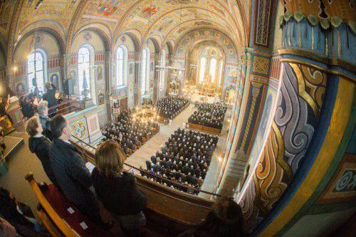 Hunderte Trauergäste aus Politik und Wirtschaft beim Trauergottesdienst in Dornbirn.