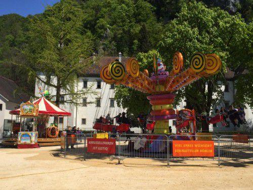 """Im Rahmen des Jubiläums von Homunculus wird ein """"Schubert-Karussell"""" auf dem Schlossplatz betrieben."""