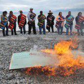 Fisch oder Kohle: Protest gegen Megabauprojekt