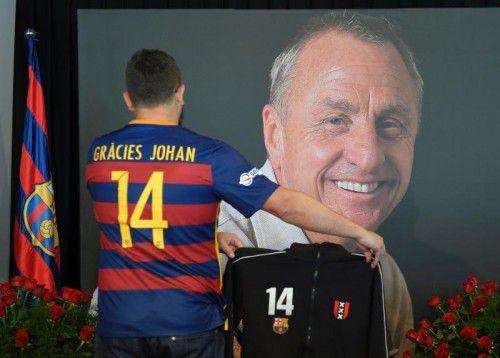 In Gedenken an den verstorbenen Johan Cruyff erwartet Spieler und Fans ein emotionaler Clásico.