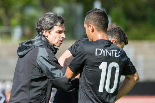 Letzte Anweisungen des Trainers: SW-Coach Daniel Madlener ist auch während des Spiels überaus engagiert.