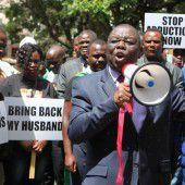 2000 Menschen demonstrieren gegen Mugabe