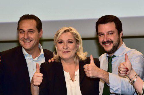 Strache (v.l.) mit seinen europäischen Parteifreunden Le Pen vom Front National und Salvini von der Lega Nord im Jänner 2016.