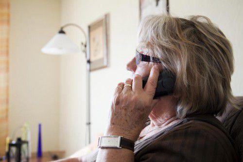 In den meisten Fällen stehen ältere Menschen im Visier von Telefonbetrügern, die sich sogar als Polizisten ausgeben.  SYMBOL/VN