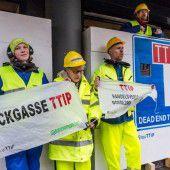 Greenpeace, Biobauern und Spar vereint gegen TTIP