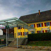 Minderjährige Flüchtlinge ziehen in Krone Lauterach
