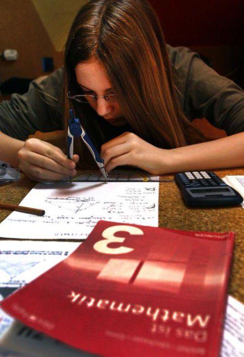 Schüler sollen künftig besser lesen, schreiben und rechnen können. Das gibt die nächste Regierung als ihr Ziel bei der Bildung an.APA