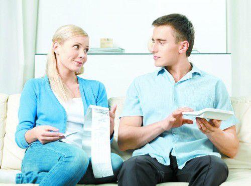 Abrechnung Jeder Wohnungseigentümer kann die Abrechnung der Betriebskosten einsehen und Kopien der Rechnungen verlangen. Fotos: M. Gapfel_pixelio.de; Shutterstock