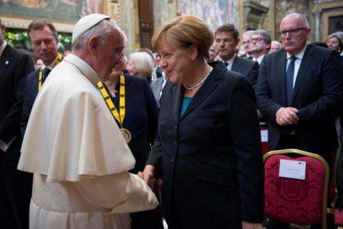 Auch die deutsche Bundeskanzlerin Angela Merkel gratulierte Papst Franziskus.