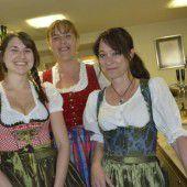 Cornelia Lercher (l.) mit Servicedamen Ruth und Silvia.