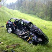 Junger Autofahrer kracht in Doren gegen Baum