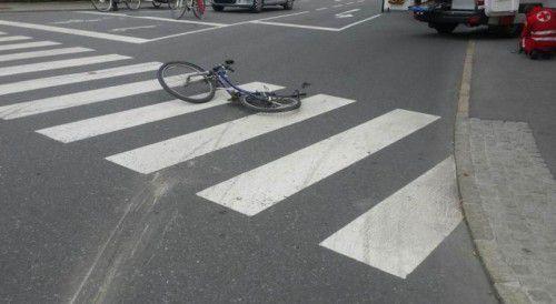 Das beim Unfall vom Lkw zerdrückte Fahrrad.