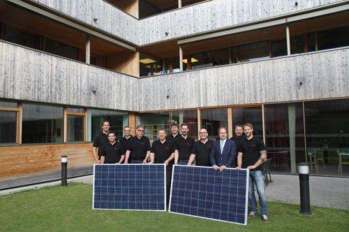 Das Dach des Nenzinger Sozialzentrums wird mit einer Photovoltaikanlage bestückt.
