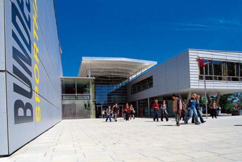 Das Gymnasium Lustenau eröffnet heuer eine zusätzliche erste Klasse. Das gefällt den Mittelschulen nicht.