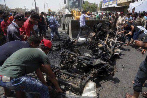 Die Autobombe hinterließ auf dem belebten Markt ein Trümmerfeld, Trauer und Tränen.