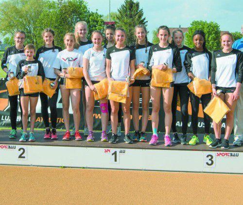 Die Siegerteams des Vorarlberger Leichtathletikverbands in den Teamwertungen bei den Mädchen (l.) und Burschen.