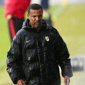 Ein durchnässter Austria-Trainer: Lassaad Chabbi.