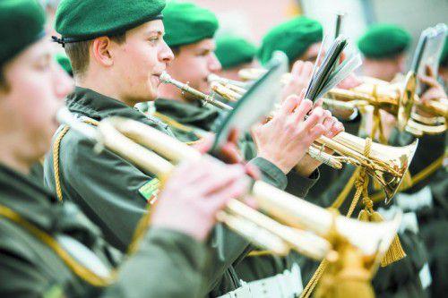 Einsatz für eine Militärmusik in voller Stärke.