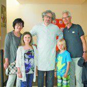 Fans mit Künstlern: Monika Vogel mit Sophie, Künstler Joachim Torbahn sowie Lando und Kurt Dreier.