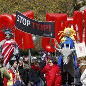 EU-Kommission hält am TTIP-Fahrplan fest